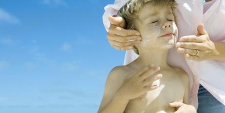 Elegir una buena crema solar para la playa