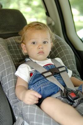 Bebés olvidados dentro del coche. Cuidados y consejos para evitarlo