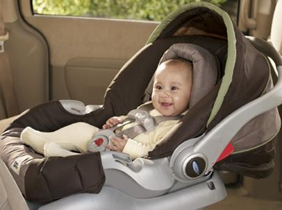 Los peligros de dejar a los bebes solos dentro del coche