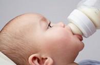 newborn_bottlefeeding_da1eecde1f9c5a74313f140ab2cd7590