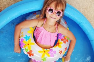Juegos de agua para aguantar el calor con los peques