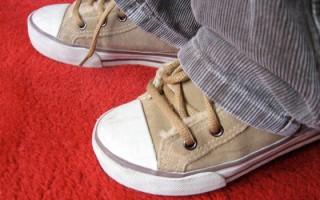 Tu niño pequeño necesita los mejores zapatos para aprender a caminar bien